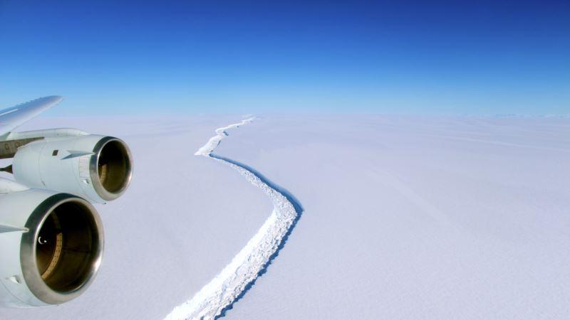 Giant Crack in Antarctic Ice Creating Giant Iceberg