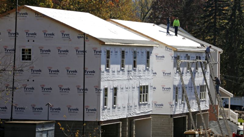 US New Home Sales Fall; Weekly Jobless Claims Rise