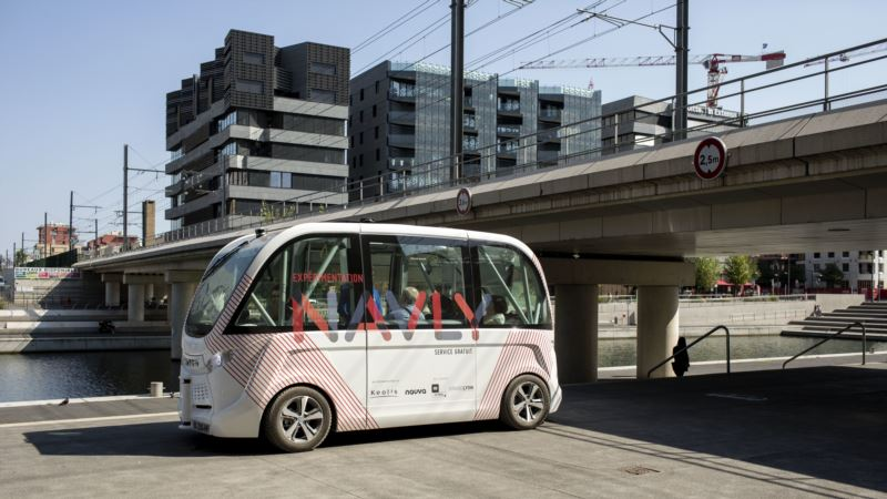 Paris Tests Driverless Bus Service to Fight Pollution, Congestion