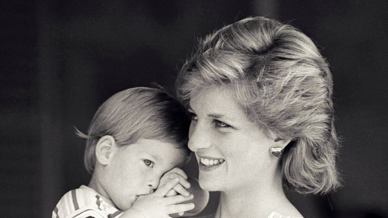 Princess Diana Notes to Former Palace Steward to Be Auctioned