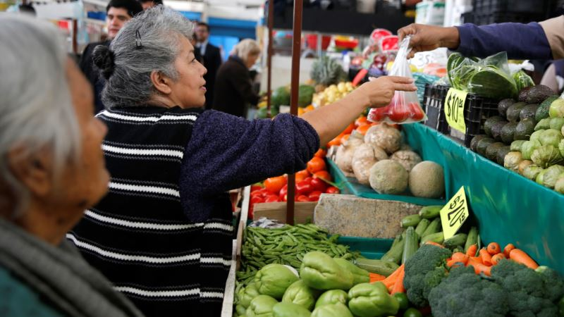 Anger as Mexicans Fear Higher Food Prices to Follow Gasoline Hike