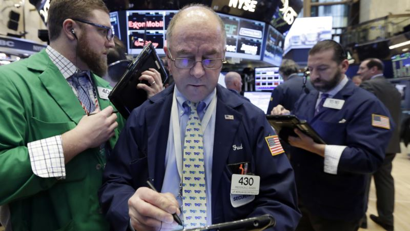 US Stocks Settle After Record-breaking Week