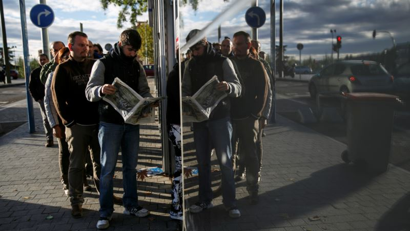 Spain's Jobless Rate Falls to7-Year Low of 18.6 Percent