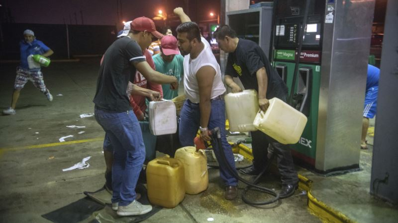 Mexicans Add Looting to Protests of Gas Price Hike