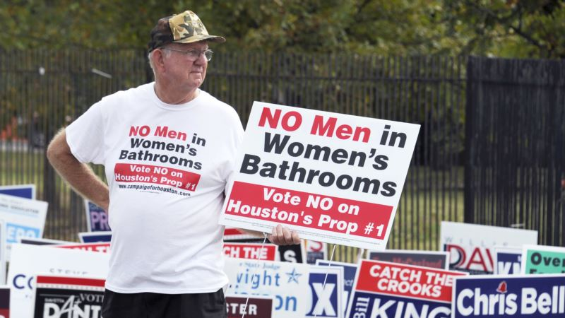 Texas Cautioned About Economic Costs of Transgender Bathroom Bill
