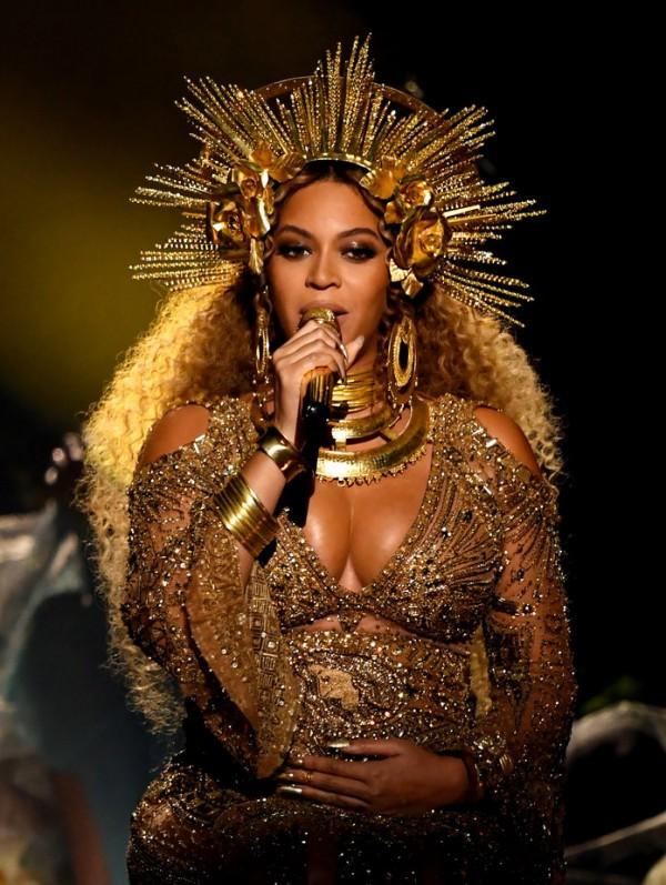 Your Exclusive Look At Beyoncé's Flawless Grammy Awards Makeup