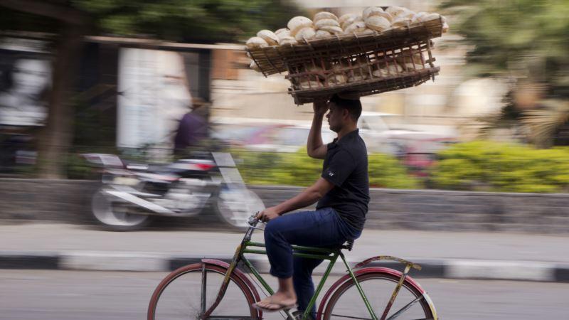 Egyptian Economy Making Slow, Tentative Progress
