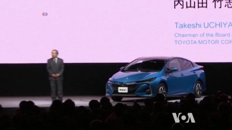 Toyota Unveils improved Prius