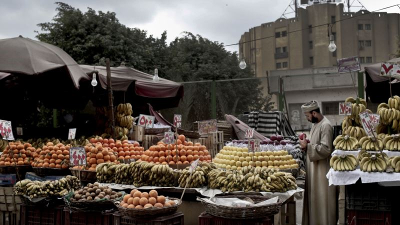 Egyptians Steadfast as Inflation Hits 30 Percent