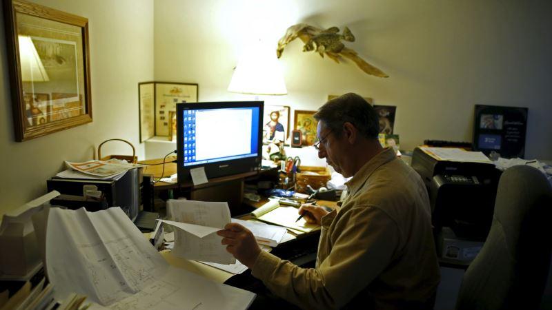 Report: Telework Blurring Boundaries Between Work, Personal Life