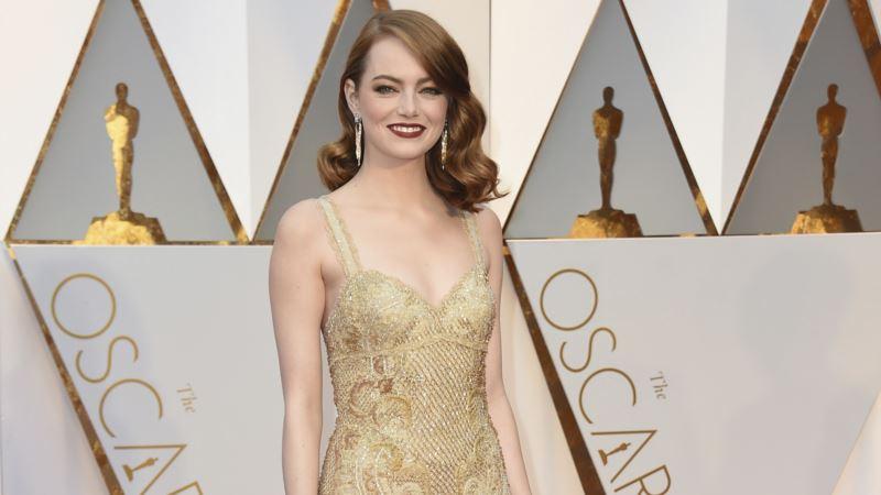 Stars Arrive at Oscars, Where La La Land Could Shine