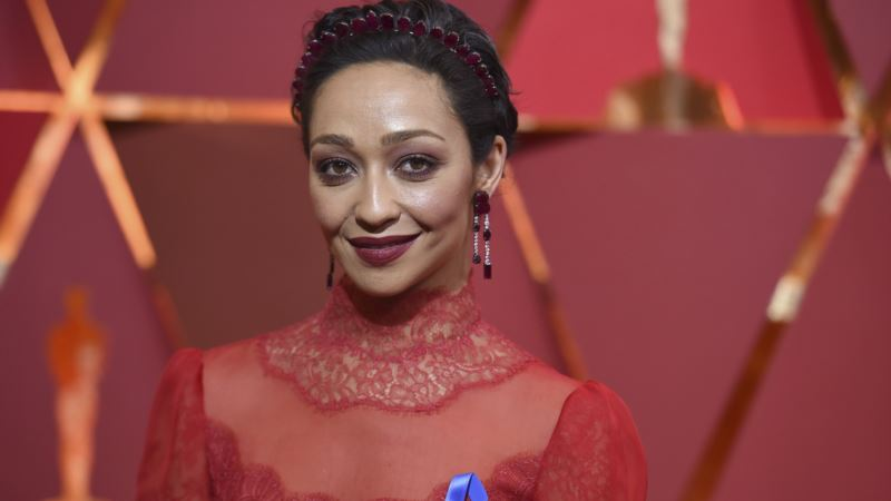 Ruth Negga, Emma Stone Lead Oscars Red Carpet