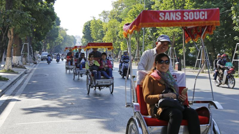 Boom in Tourists Helping Stabilize China-Vietnam Relations