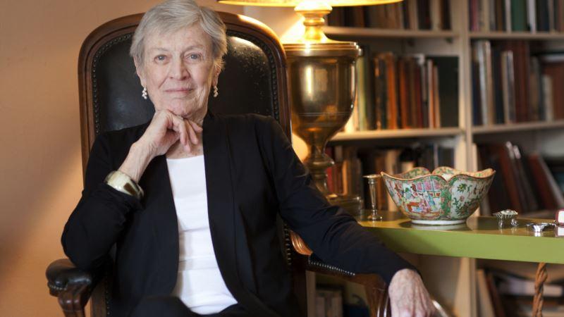 Prize-Winning Author Paula Fox Dies at 93