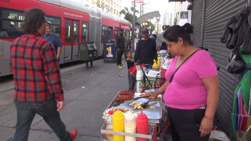 Los Angeles Street Vendors Eager to Be Legal