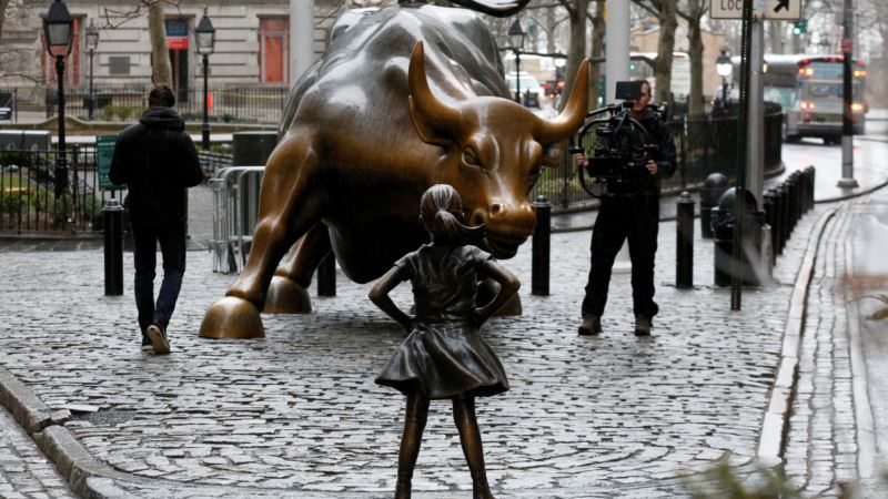 'Fearless Girl' Extends Face-off with Wall Street's 'Charging Bull'