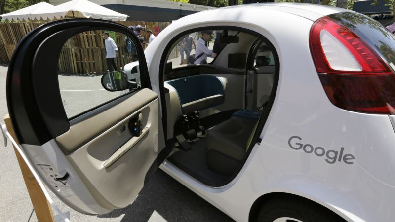 Carmakers Differ Widely on When Self-driving Cars Arrive
