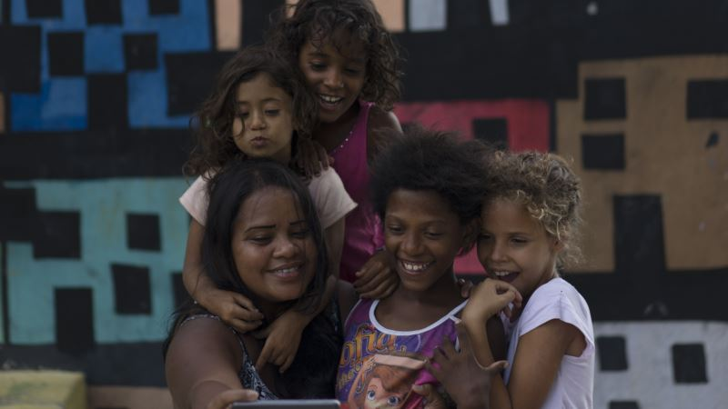 Female Artists in Rio Promote Women's Rights Via Painting
