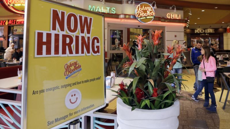 US Unemployment Drops Slightly; Economy Gains 235K Jobs