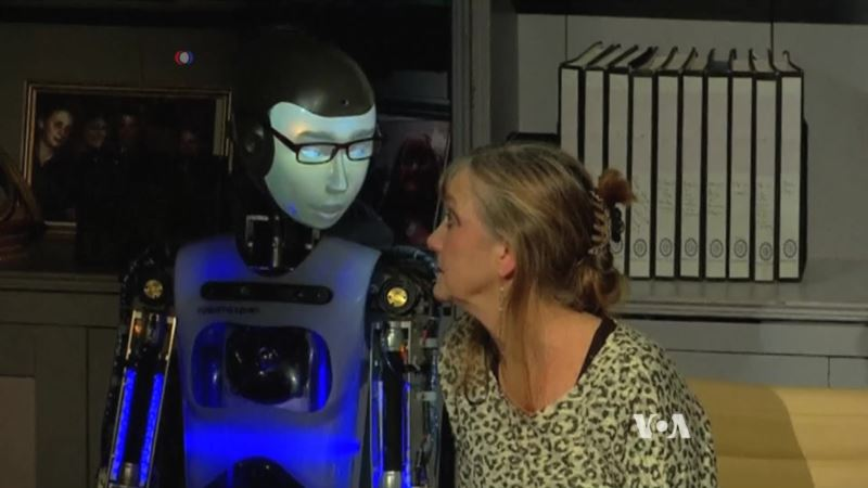 Robot Is the Star in a New Play