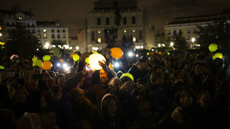 Monuments, Countries Douse Lights for 'Earth Hour'