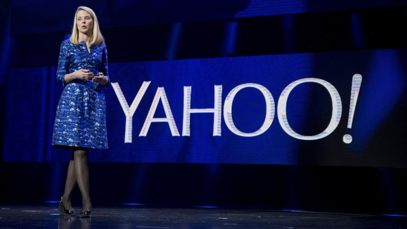 Yahoo Punishes CEO, Top Lawyer for Data Breaches