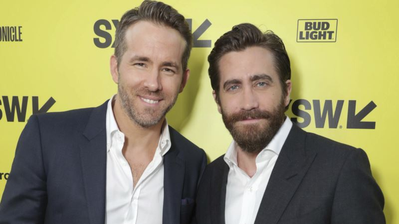 Gyllenhaal and Reynolds Forge a Friendship Filming 'Life'