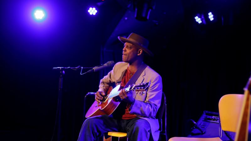 From Syria to Detroit, We Are All Migrants, Sings Bluesman Bibb