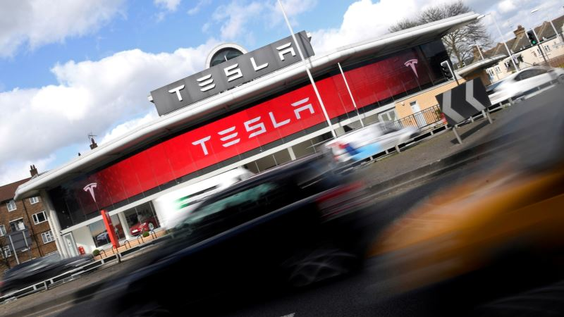 Tesla Set to Unveil Electric Semi-truck in September