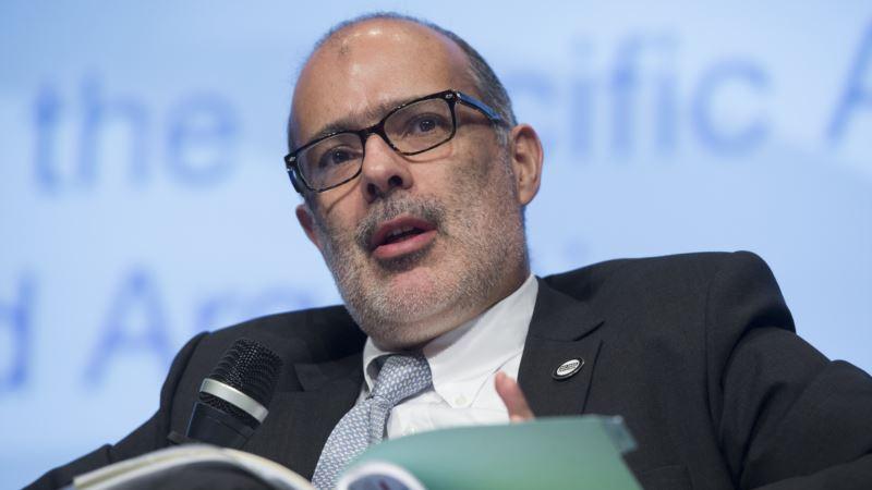 Chilean Finance Minister Casts Doubt on Pension Reform Plans