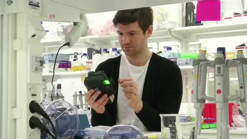 3D-Printed Microscope Turns Smartphone into DNA Sequencer