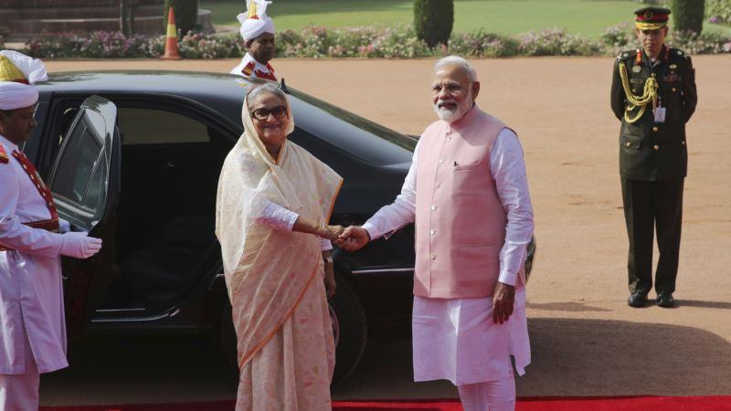 India Gives $4.5-Billion Credit Line to Bangladesh, Signs Defense Pact
