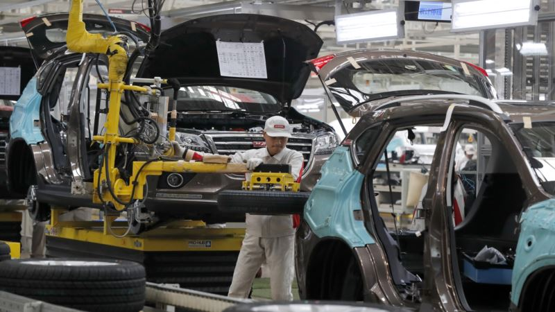 Growth Slows in April in China's Manufacturing Sector
