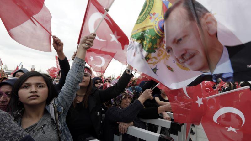 Narrow Turkish Referendum Victory Reveals Economic Concerns
