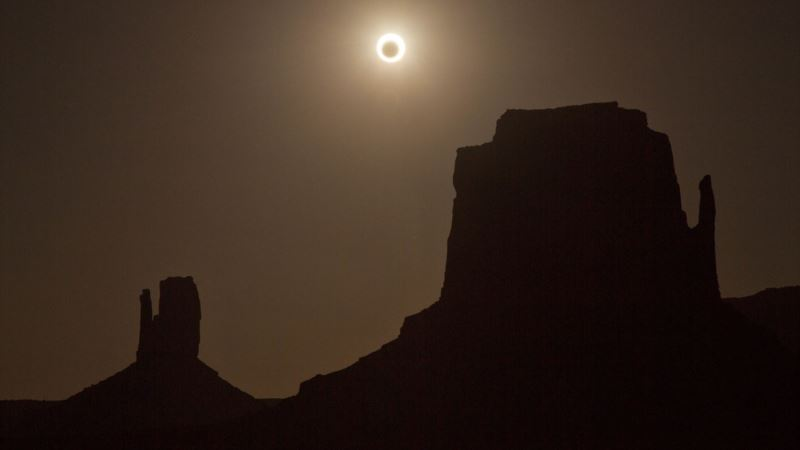 Solar Eclipse Mania Spurs US Festivals, Tours, Sold-out Hotels