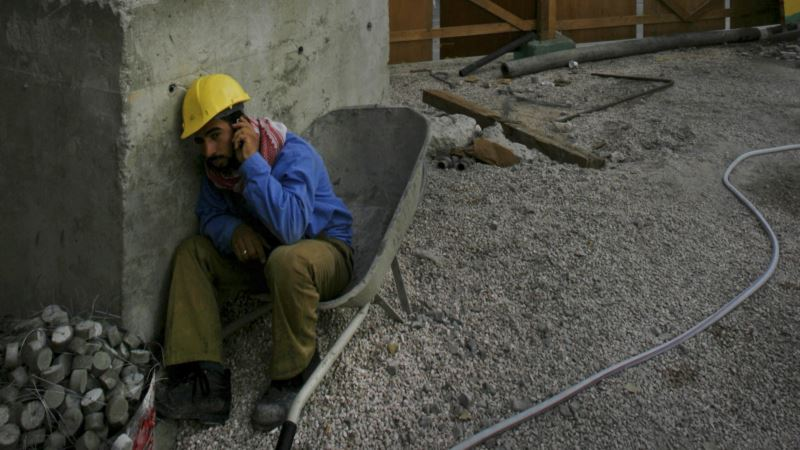 Report: Millions of Migrant Gulf Laborers Forced to Pay for Right to Work