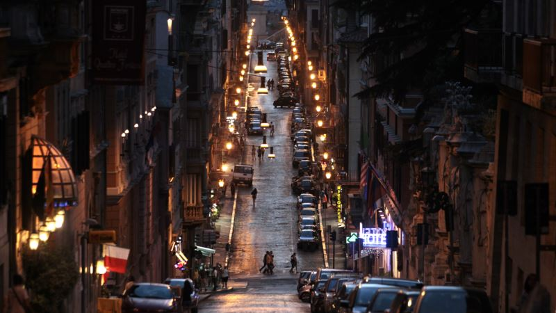 Rome Trades Warm Glow of Old Street Lights for Cost-Saving LED
