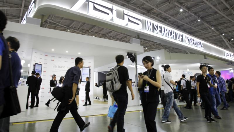 Tech Show Displays WaysVR, AI Edging into People's Lives