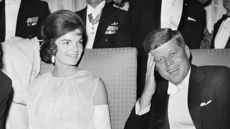 Jacqueline Kennedy Onassis Painting, Watch Head to Auction