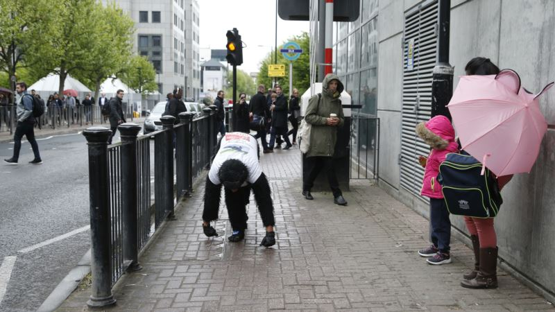 Guy in Gorilla Costume Finishes London Marathon After 6 Days