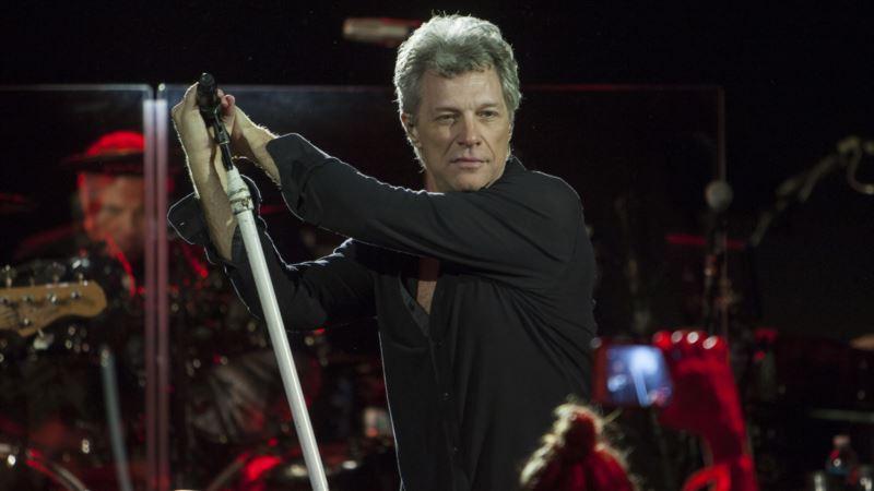 Bon Jovi Surprises Grads, Guests with Commencement Show