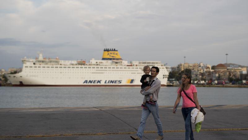 Greek Seamen Extend Strike; No Ferries for 4 Days