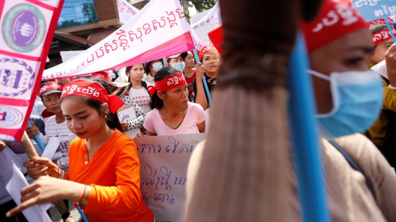 Thousands Take Part in World May Day Protests