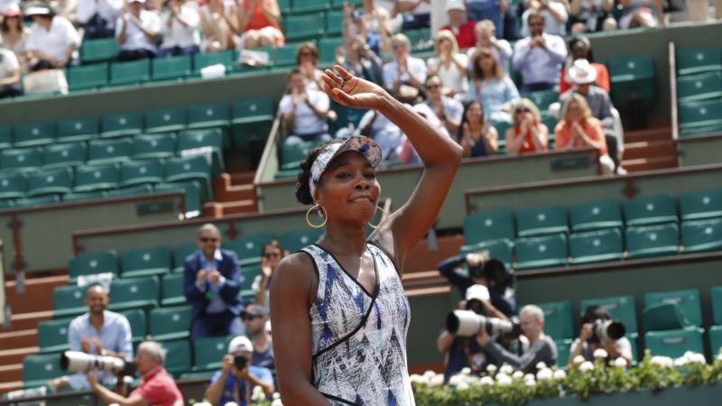 Tennis: Venus Stellar in Paris with Straight Sets Win Over Japan's Nara
