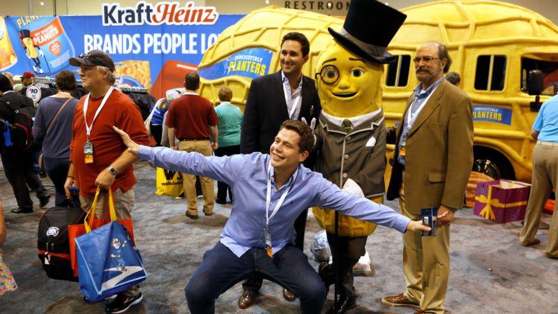 Buffett's 'Carnival' Draws Shoppers, Sleep-deprived