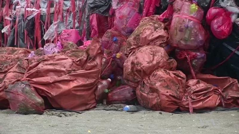 Kilometers-Long Barrier Part of Plan to Clean Up Ocean Plastic