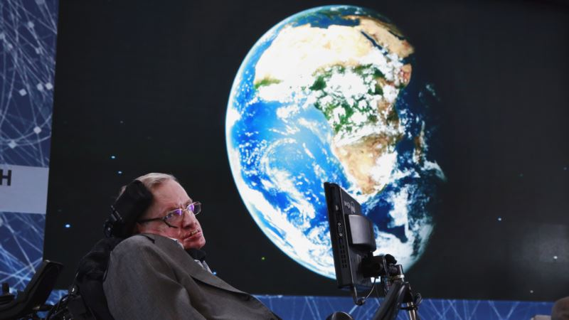 Stephen Hawking Calls for Return to Moon