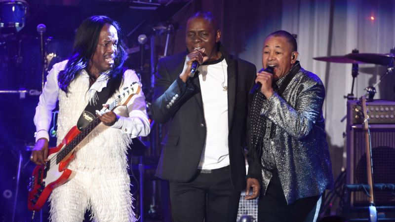 Earth, Wind & Fire Take to the Road With Hits — and Sadness