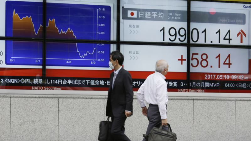 Debt, Protectionism Could Drag Down Improving Global Economy