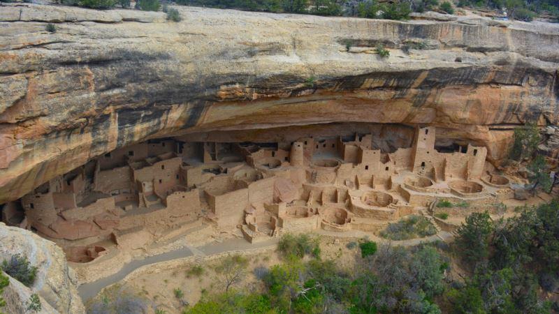 Ancient Cliff Dwellings Draw Modern Crowds